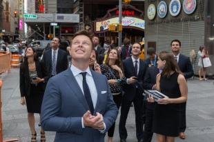 Do I look like a NYC tourist? © 2014, The NASDAQ OMX Group, Inc.